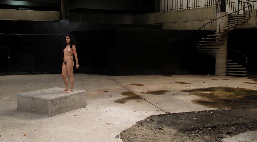 Erika Ordosgoitti, performance. Cortesía de la artista y Rolando Carmona