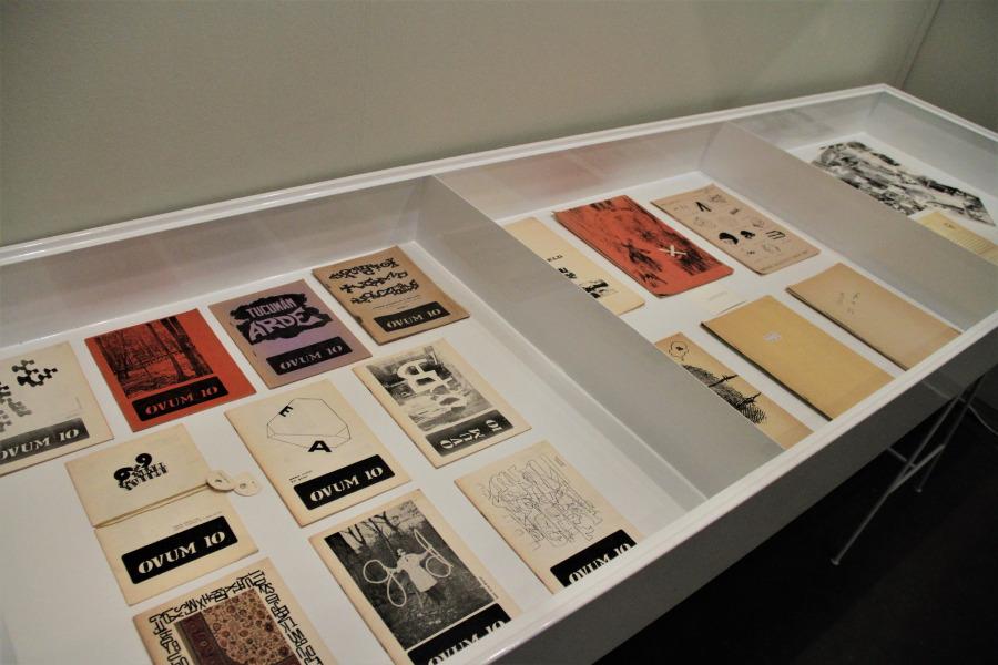 Las publicaciones Ovum y Ovum 10 del artista uruguayo Clemente Padín, adquiridas en arteBA 2018 por el Museo del Barrio (NY). Foto cortesía arteBA Fundación
