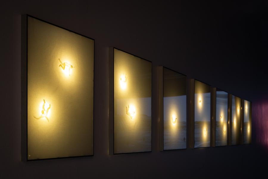 Carlos Rivera, Sin estrellas, 2014-2018, imágenes realizadas en masking tape retroiluminado, 57 x 77 cm c/u. Colección Claudio Engel. Foto: Felipe Ugalde