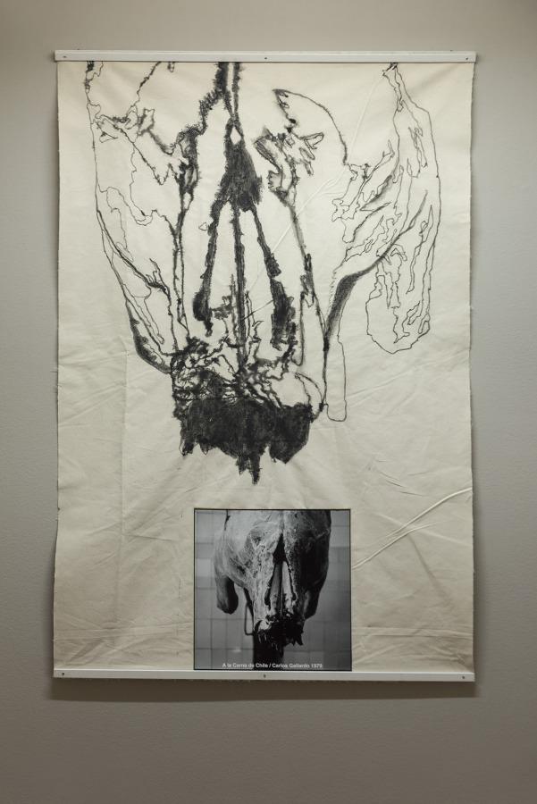 """Vista de la exposición """"A la Carne de Chile"""", de Carlos Gallardo, en galería D21, Santiago de Chile, 2018. Foto: Jorge Brantmayer"""