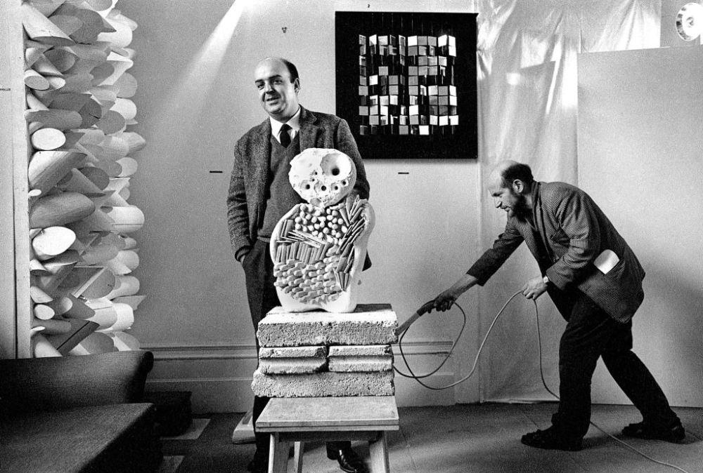 Sérgio Camargo y Gustav Metzger, 1964. © Clay Perry, England & Co.