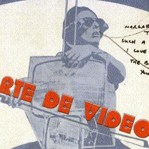 Catálogo de la exposición Arte de video, Museo de Arte Contemporáneo de Caracas, 1975. Diseño gráfico: Soledad Mendoza. Dedicatoria a Margarita D'Amico por Charlotte Moorman.