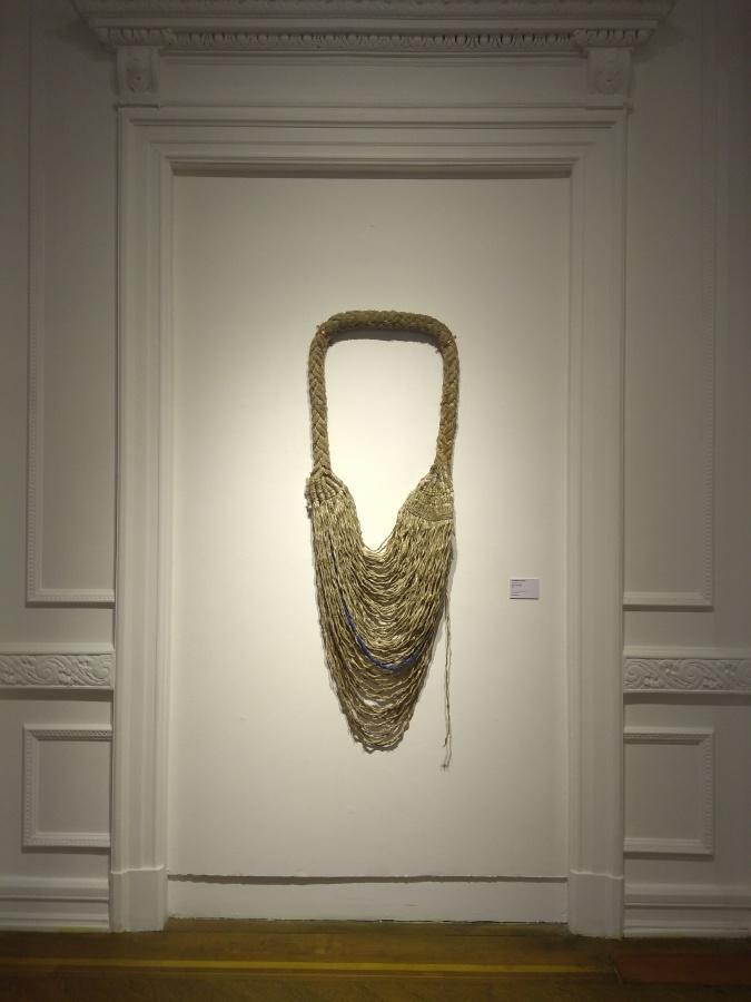 Catalina Bauer, Espía Circular, 2016, cuerda en desuso tejida a mano, 160 x 80 cm. Colección Ca.Sa. Foto: Alejandra Villasmil