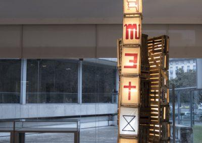 """Obra de Neto en la exposición """"Desórdenes Sistémicos. Arte Reciente desde Chile"""", en el Centro Cultural Matta, Buenos Aires, 2018. Foto: Mariella Sola"""