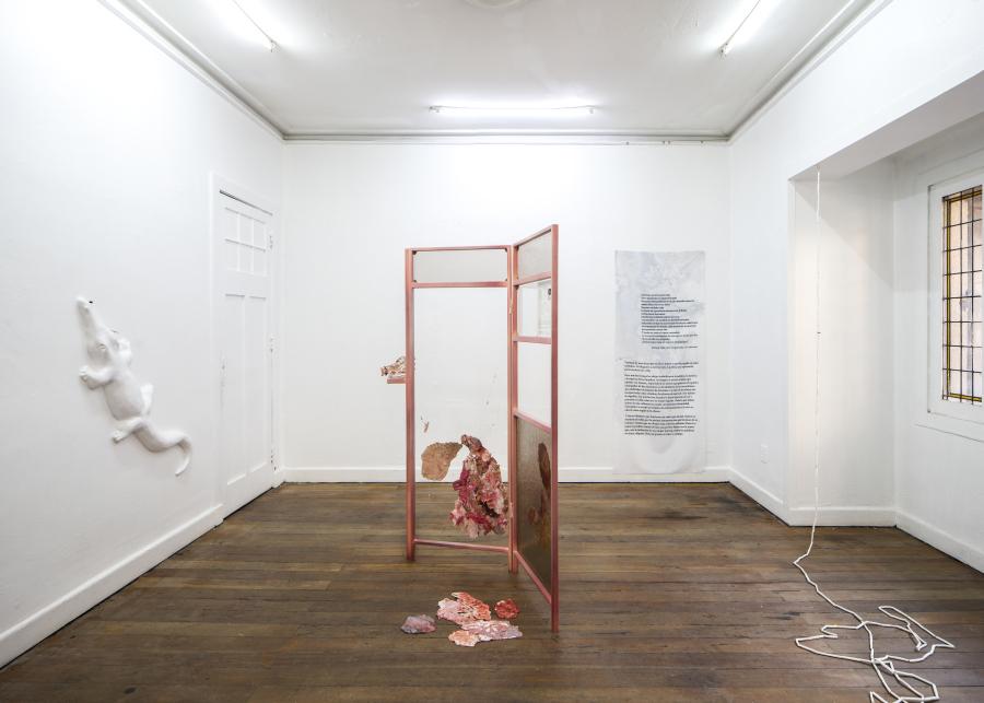 """Vista de la exposición colectiva """"Anunciación"""", en Local Arte Contemporáneo, Santiago de Chile, 2018. Cortesía: LOCAL"""