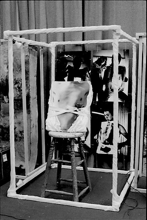 Carlos Gallardo, Residuos del performance de La Rosa UC, 1981, técnica mixta. Cortesía: D21