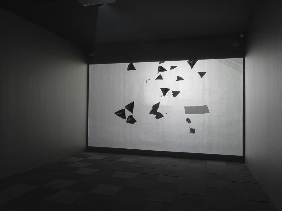 """Vista de la exposición """"Solar Rhythms"""", de Tomás Saraceno, en Tanya Bonakdar Gallery, Nueva York, 2018. Cortesía del artista y Tanya Bonakdar Gallery"""