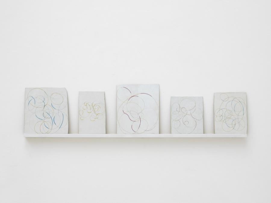 """Vista de la exposición """"Murmurs of Light"""", de Alejandro Corujeira, en Cecilia Brunson Projects, Londres, 2018. Foto: Andy Keate"""