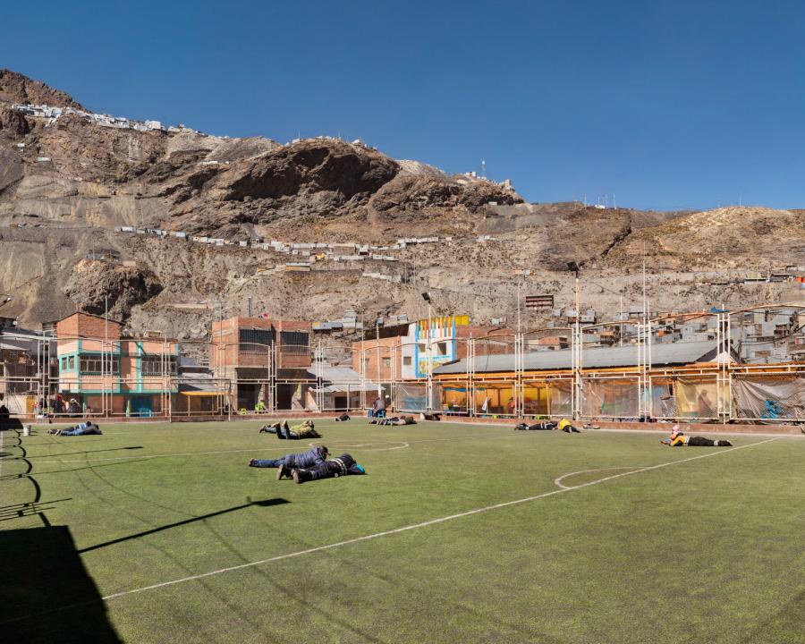 Edi Hirose, Campo de fútbol, 2018. Inyección de tinta sobre papel Hahnemuhle, 60 x 74 cm. Cortesía del artista y Galería del Paseo, Lima