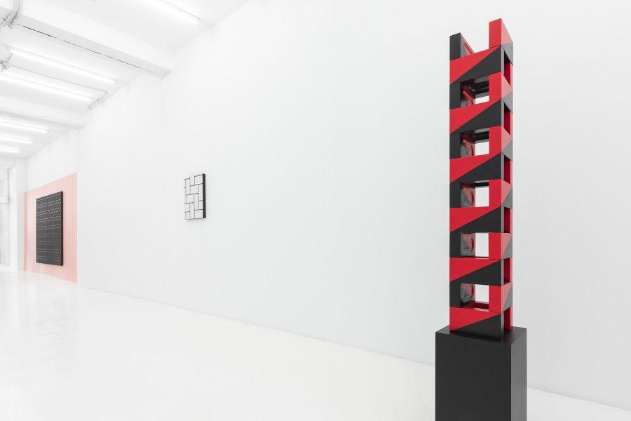 """Vista de la exposición """"El Ladrillo"""", de Patrick Hamilton, en Galería CasadoSantapau, Madrid, 2018. Cortesía de la galería"""