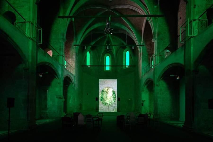 """Vista de la exposición """"Melanie Smith. Farsa y artificio"""", en el MACBA, 2018. Cortesía: MACBA"""