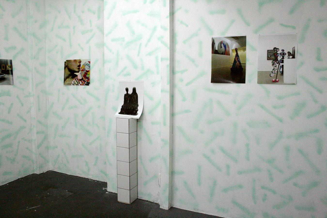 """Vista de la exposición """"París"""", de Adriana Minoliti, en el Museo La Ene, Buenos Aires, 2013. Cortesía: La Ene"""
