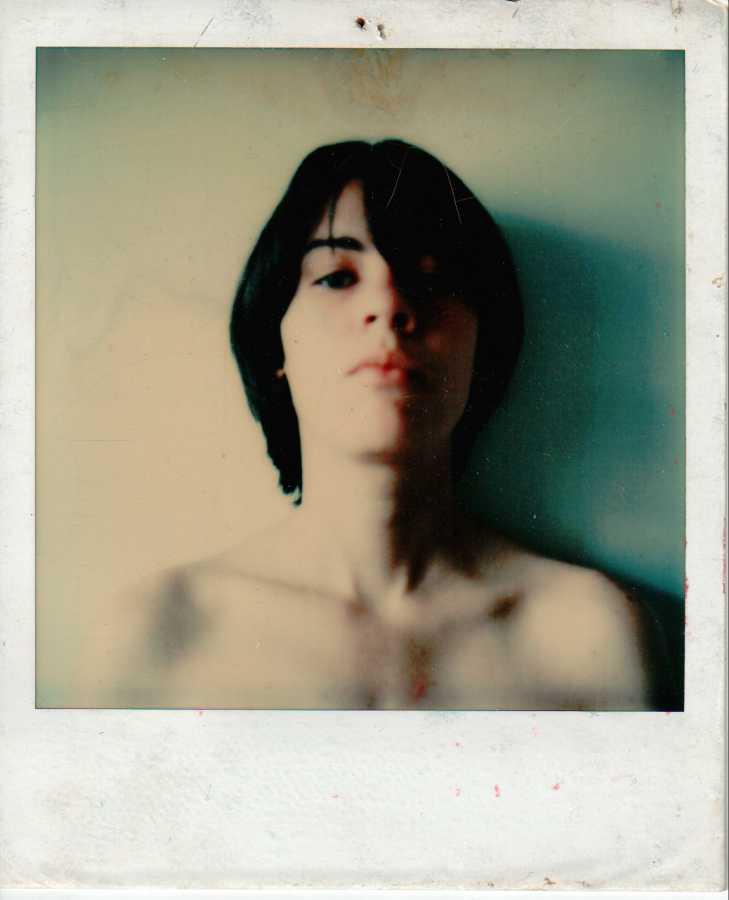 Nan, 1981, Polaroid SX70, 11 x 9 cm. Cortesía de las artistas y Henrique Faria, Nueva York