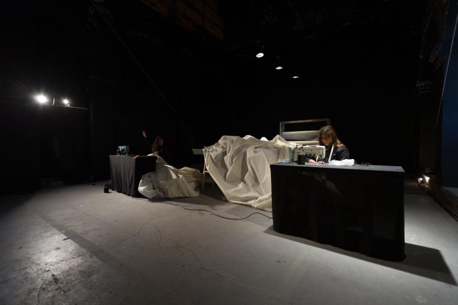 """Vista de """"Cuatro Actos"""", un proyecto multimedia de Tania Candiani, en Espacio Odeón, Bogotá, 2018. Foto cortesía de la artista"""