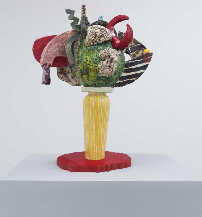 Milena Muzquiz, Sin Título 3, 2011, cerámica esmaltada, 54 x 40 x 28 cm. Cortesía: Instituto de Visión, Bogotá