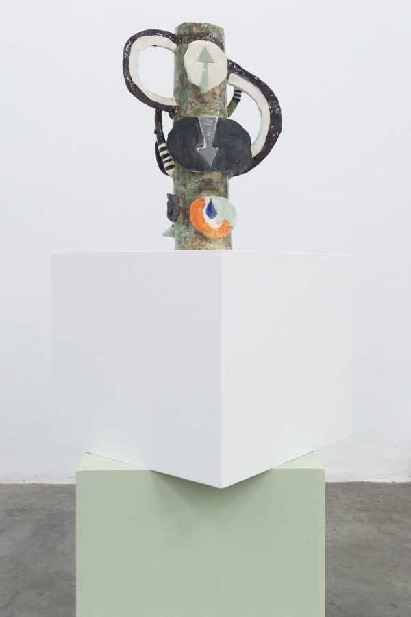 Milena Muzquiz, Sin Título 2, 2015, cerámica esmaltada, 43 x 14 x 30 cm. Cortesía: Instituto de Visión, Bogotá