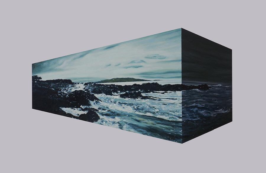 """Vista de la exposición """"La trizadura del mar"""", de Juan Cristóbal González, en el Teatro Zapallar, Valparaíso, Chile, 2018. Pintura, óleo sobre tela, 1.30 x 2.00 mts. Cortesía del artista"""