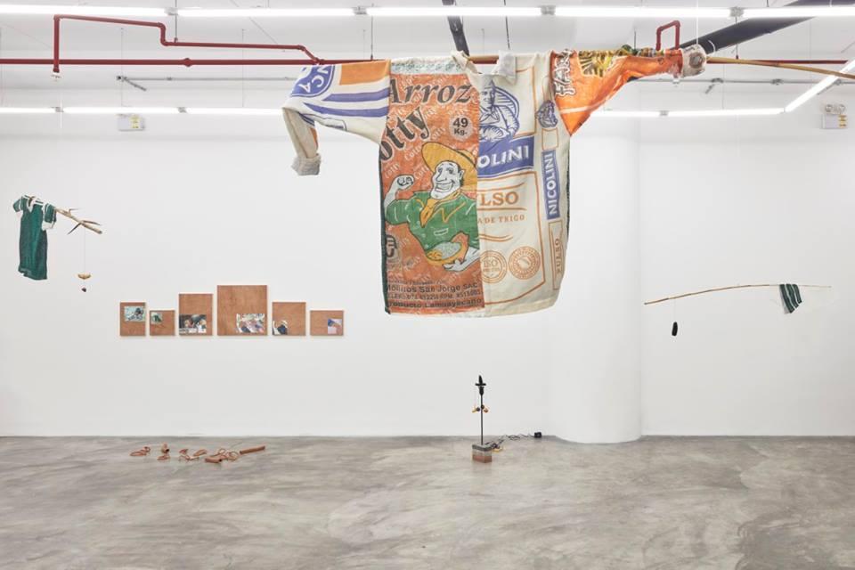 ARTURO KAMEYA Y CLAUDIA MARTÍNEZ GARAY: ALLÁ EN EL CASERÍO, ACÁ EN EL MATORRAL