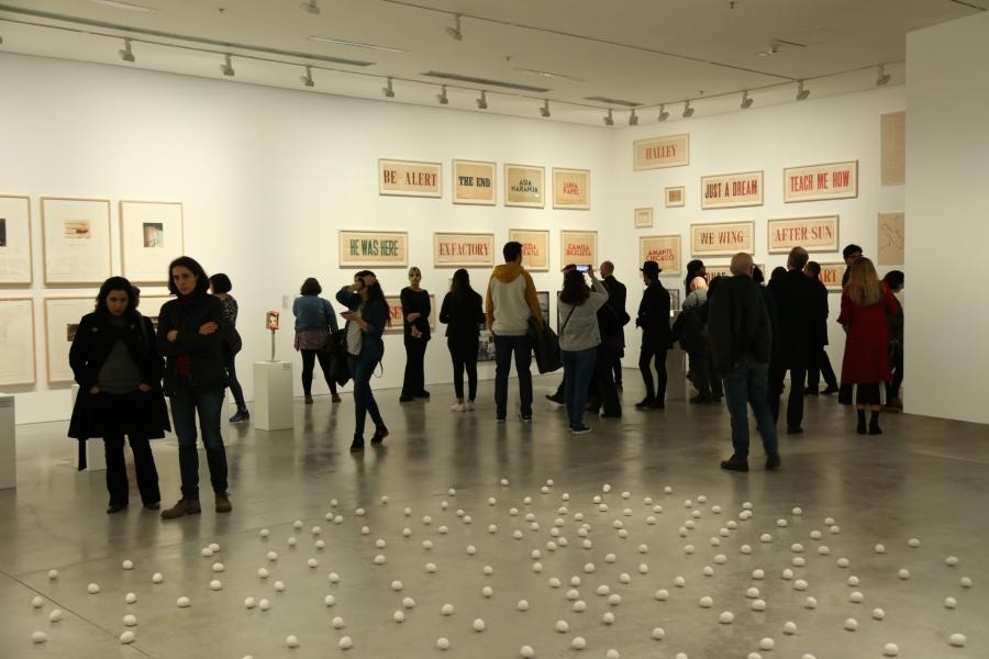 """Vista de la exposición """"Historia de dos mundos"""", en el Museo de Arte Moderno de Buenos Aires, 2018. Foto cortesía del museo"""