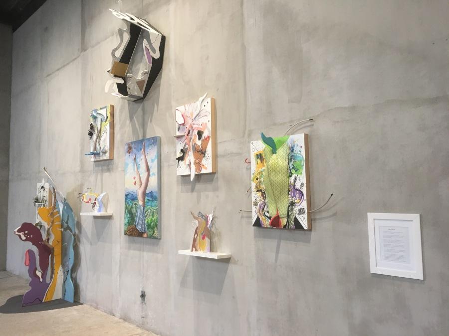 """Vista de la exposición """"Erika Harrsch: el sueño del gran árbol y los objetos improbables!, en GE Galería, Ciudad de México, 2018. Cortesía: Erika Harrsch/ GE Galería"""