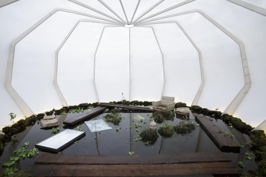 Andris Eglītis y Katrīna Neiburga, The Nest, 2018, instalación en técnica mixta, dimensiones variables. Comisionada para la Primera Bienal de Riga (RIBOCA): Cortesía de los artistas. Foto: Andrejs Strokins