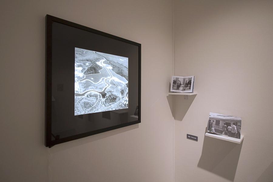 """Vista de la exposición """"Cambio de lugar"""", en el Centro Cultural La Moneda, Santiago de Chile, 2018. Foto cortesía Oficina Curatorial MoMa"""
