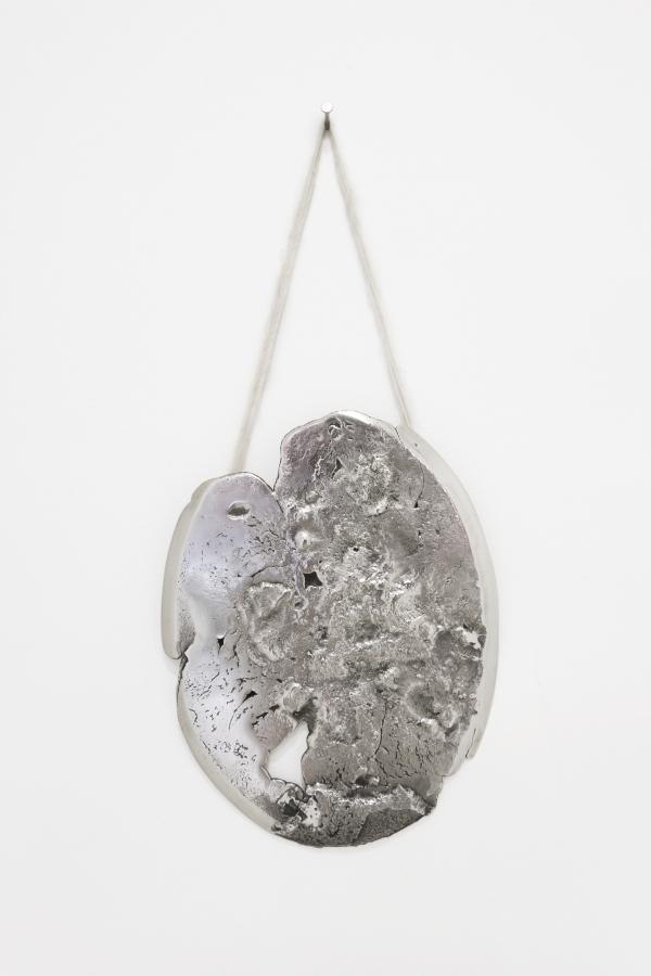 Andrés Bedoya, Sin título (espejo), 2016, plata, fibra de alpaca, 6,5 cm x 35,5 cm. Cortesía: Situations, Nueva York
