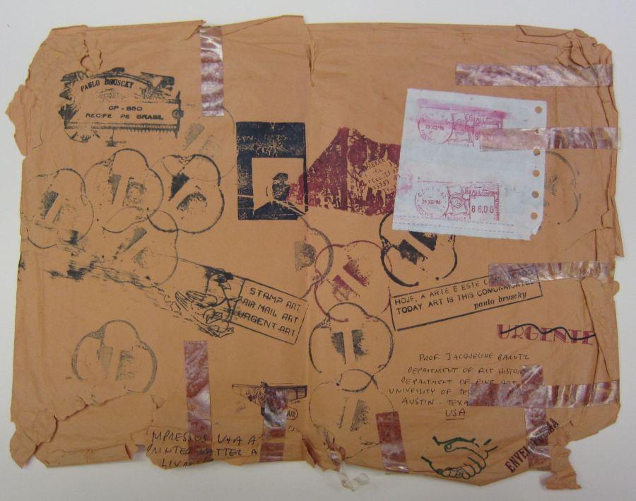 Paulo Bruscky, arte correo enviado desde Brasil a Jacqueline Banitz el 29 de diciembre de 1986, sobre, 14 x 18 cm. Cortesía: Blanton Museum of Art, Austin, Texas