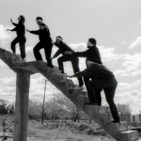 Grupo Escombros, Gallos Ciegos, 1988. Impresión cromogénica montada sobre madera, 40 x 60 cm. Col. de los artistas y Galería Walden © Grupo Escombros / Walden