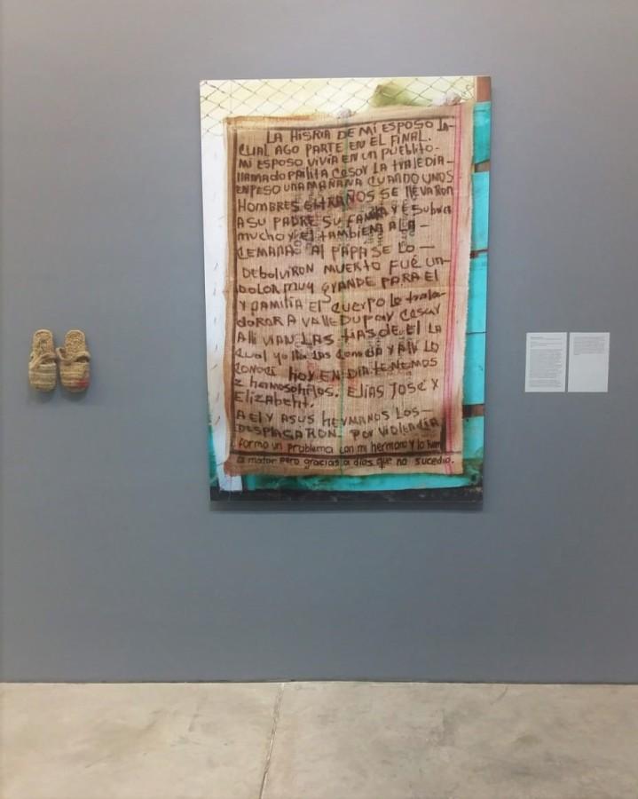"""Marcos Álvila Forero, Suratoque, 2013. Vista de la exposición """"Al Dictado. Arte y conflicto en Centroamérica"""", en el Museo de Arte Moderno de Medellín, Colombia, 2018. Foto: Úrsula Ochoa"""