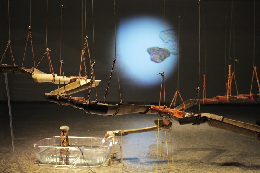 """Vista de la exposición """"Vaivén"""", de Claudia Müller, en Sala de Arte CCU, Santiago de Chile, 2018. Foto cortesía Sala de Arte CCU"""