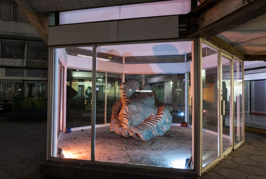 """Vista de la última exposición de Tajamar, """"Calymene Siveter (1996)"""", de Maaike Anne Stevens. Santiago de Chile, 2018. Foto: cortesía de la galería."""