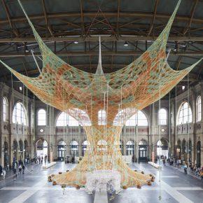 Ernesto Neto, Gaiamothertree, 2018, Hauptbahnhof Zürich. Fondation Beyeler. Foto: Mark Niedermann