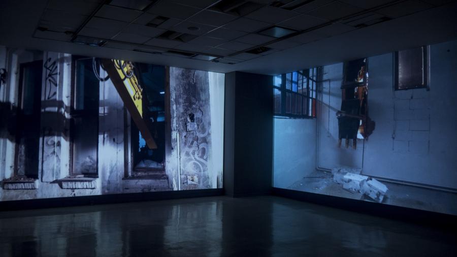 """Vista de la exposición """"En defensa propia"""", de Enrique Ježik, en el Espacio de Arte de la Fundación OSDE, Buenos Aires, 2018. Foto: Mariella Sola"""