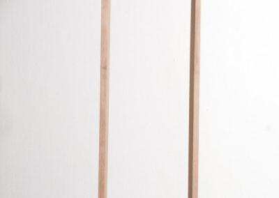 Valentina Jara-Bravo, Origen, 2018, madera tallada, 60 x 15 x 15 cm. Cortesía de la artista