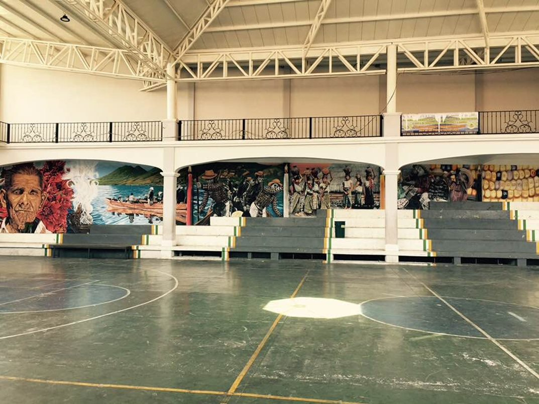 """Vista del mural """"Héroes Anónimos"""", realizado por el colectivo Canal Cultural en San Pedro La Laguna, Guatemala. Parte de la XXI Bienal de Arte Paiz, Guatemala, 2018. Cortesía de los artistas y Bienal Paiz"""
