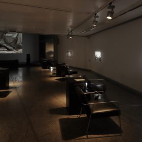 """Vista de la exposición """"Núria Güell: Patria y Patriarcado"""", en el MUSAC, 2018. Cortesía del museo"""