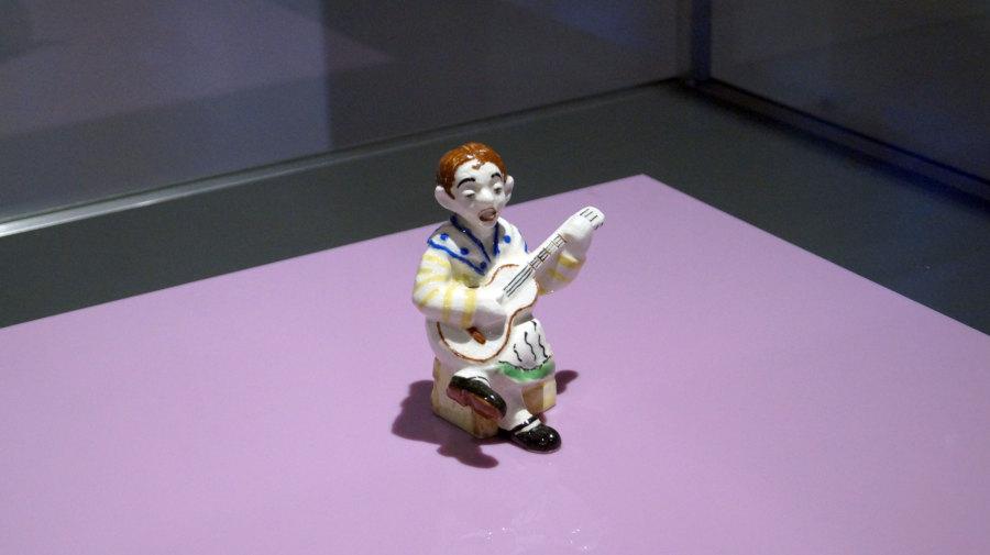 """Vista de la exposición """"Orfeón (Lota)"""", de Jorge Cabieses-Valdés, en el Museo de Artes Decorativas de Santiago, Chile, 2018. Cortesía del artista"""