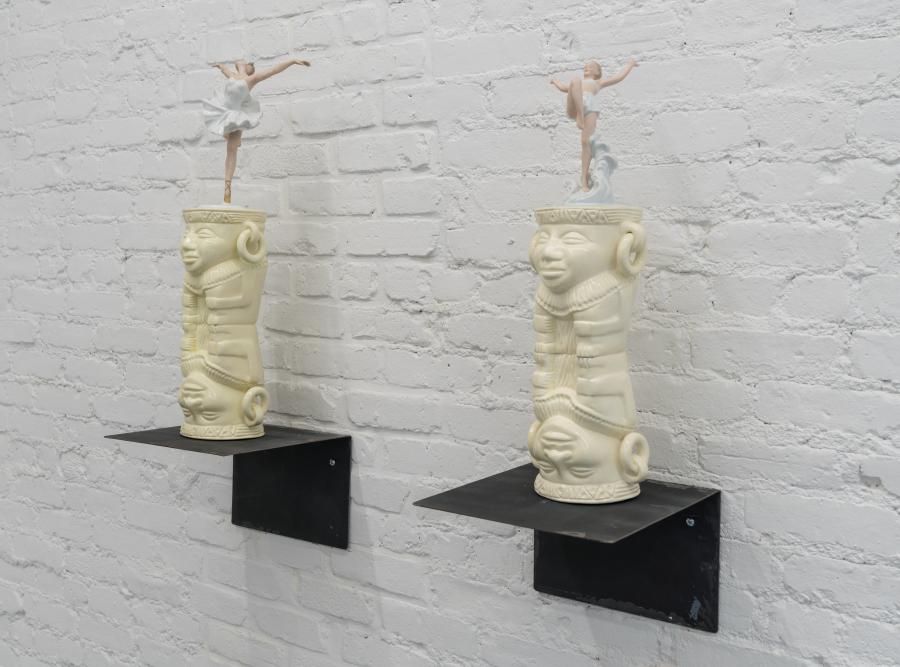 Jorge Julián Aristizábal, Tunjos y Porcelanas, 2016, cerámica y porcelana, 65 x 25 x 15 cm c/u. Cortesía del artista, Proxyco y Liberia