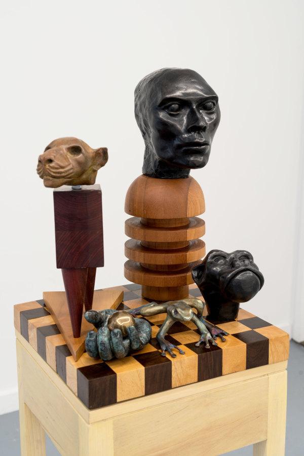 Miguel Cárdenas, Sin título, esculturas en bronce y madera, 2013-2018, dimensiones variables. Cortesía del artista, Proxyco y Liberia