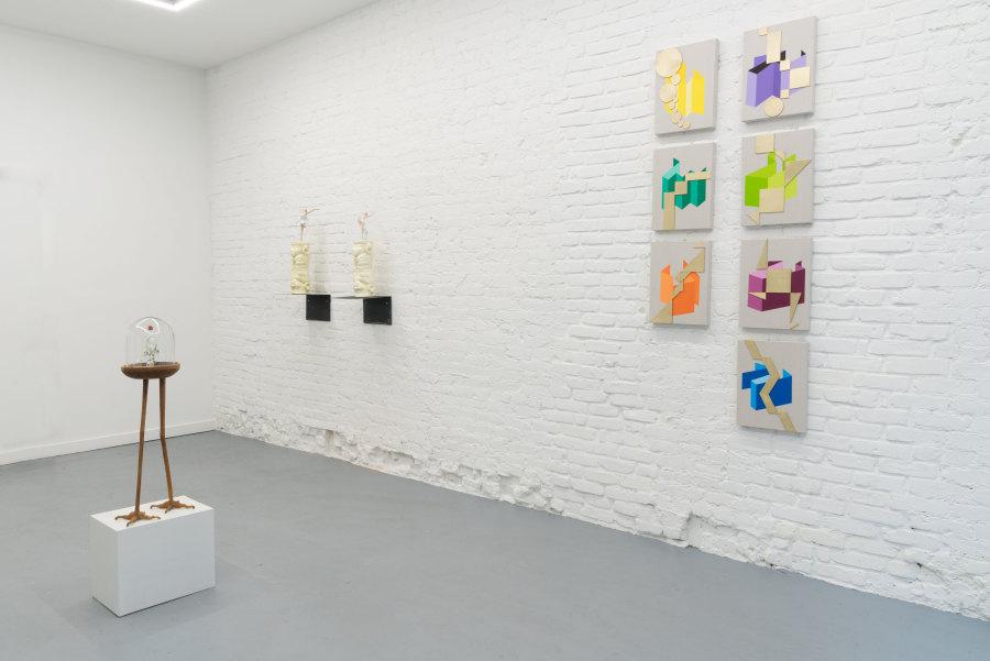 """Vista de la exposición """"Tótems y Trofeos"""", en Proxyco Gallery, Nueva York, 2018. Cortesía de los artistas, Proxyco y Liberia"""