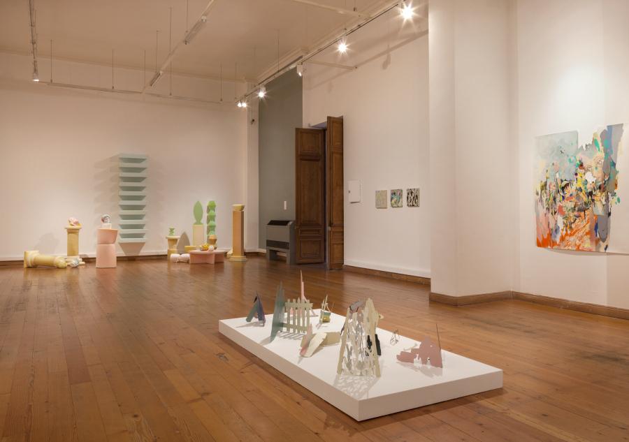"""Vista de la exposición """"Dobles de proximidad"""", en el Museo de Arte Contemporáneo (MAC), sede Parque Forestal, Santiago de Chile, 2018. Foto: Sebastián Mejía"""