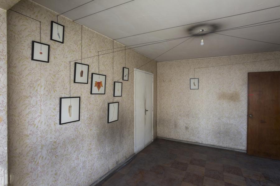 Isidora Correa, el peso de las cosas, 2018, fotografías impresas en papel de algodón, dimensiones variables. Foto: Rodrigo Maulén