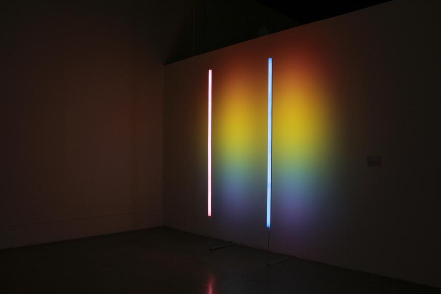 Iza Páez, Rainbow energy, 2018, instalación lumínica, 200 cm x 300 cm. Cortesía: CAC