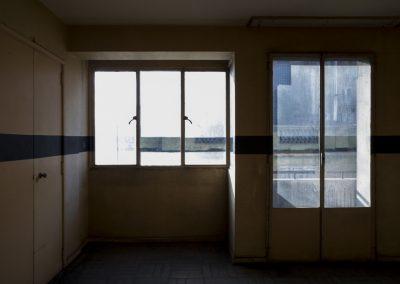 Rocío Guerrero, Cinto Recinto, 2018, recolección y pintura, restos, cuerda, tierra de color, medidas variables. Foto: Rodrigo Maulén
