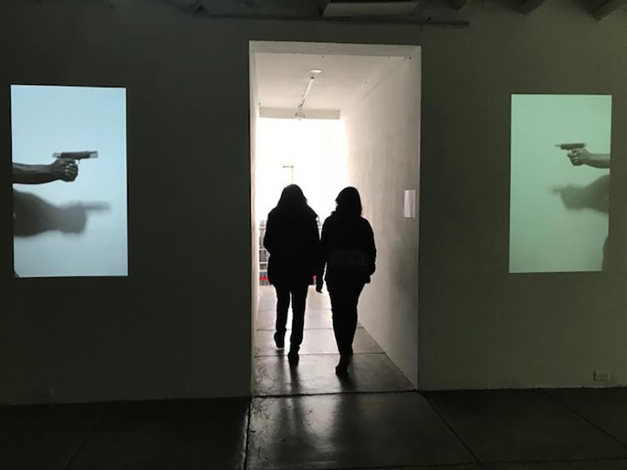 Christian Salablanca, Dos corazones, 2016, video proyección. Foto: Mónica Naranjo/Lester Rodríguez