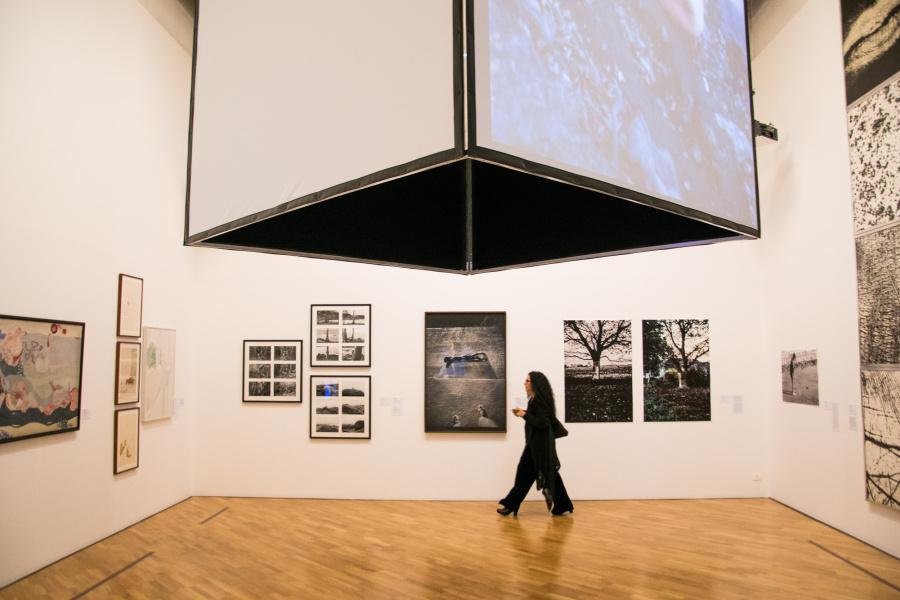 Vista de la exposición Mujeres Radicales en la Pinacoteca de São Paulo, 2018. Foto: Levi Fanan. Cortesía: Pinacoteca de São Paulo.