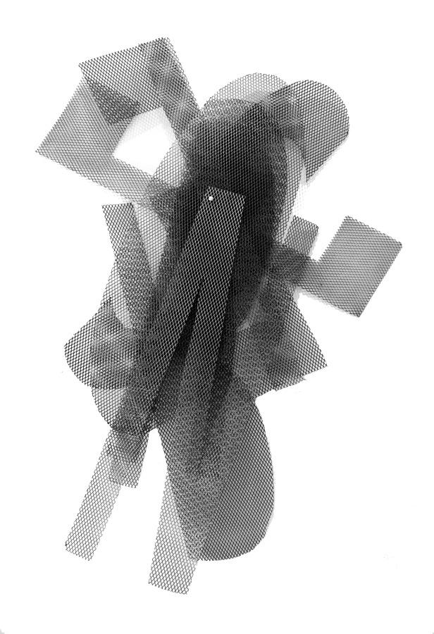 Rodrigo Vergara, Represión, 2018, acero extendido, pintura aerosol, aluminio, medidas variables. Cortesía del artista y Galería NAC