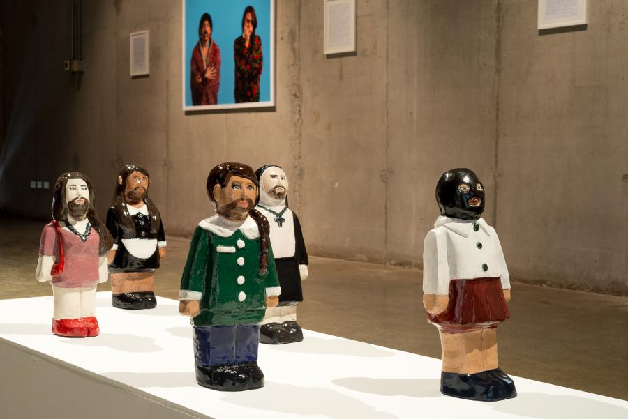 Vista de la exposición Kangechi, de Sebastián Calfuqueo, en el Parque Cultural de Valparaíso, Chile, 2018. Foto cortesía del artista