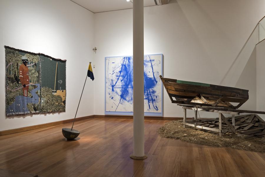 Vista de la exposición con los finalistas del XIII Premio MAVI / BHP Minera Escondida Arte Joven Contemporáneo, presentada en el Museo de Artes Visuales de Santiago de Chile. Foto: Jorge Brantmayer